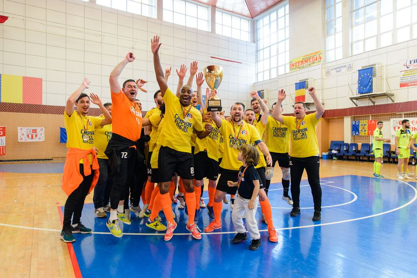 Pânzaru, în tricoul lui Imperial, la finala câștigată în campionat, contra lui United Galați, în luna aprilie. / FOTO – FACEBOOK Imperial Wet Futsal