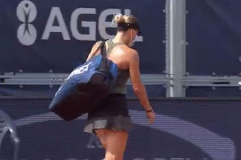 Ana Bogdan, părăsind terenul // foto: captură Twitter @ WTA