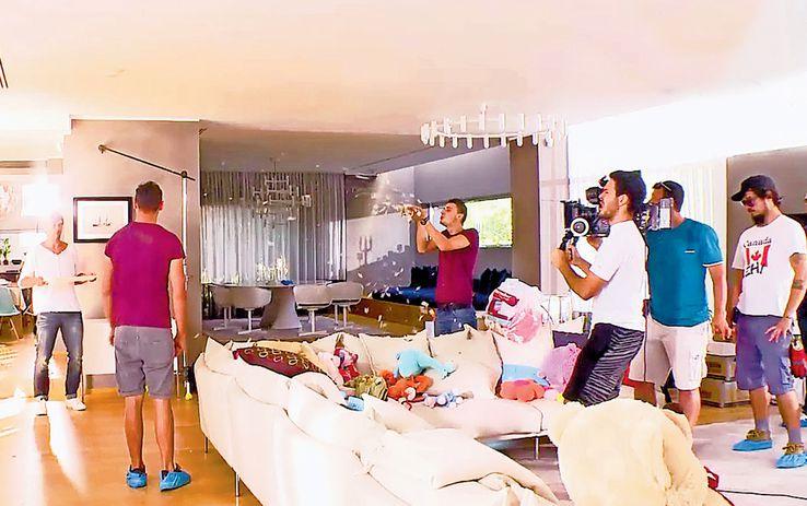 Imagini din timpul unei reclame TV