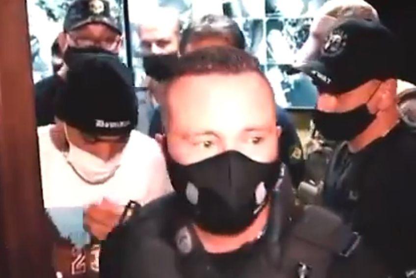 Gabriel Barbosa (în alb), arestat de Poliție în cazino