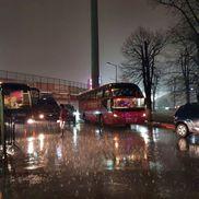 Autocarul lui Dinamo, pe furtuna din Ștefan cel Mare Foto: Vlad Nedelea