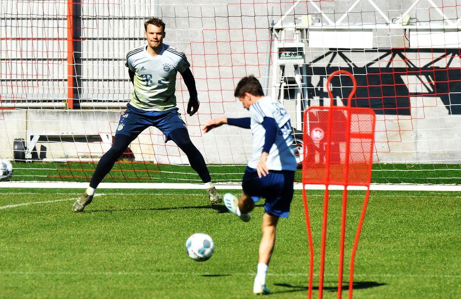 Thomas Muller îi trage la poartă lui Neuer, foto: Guliver/gettyimages