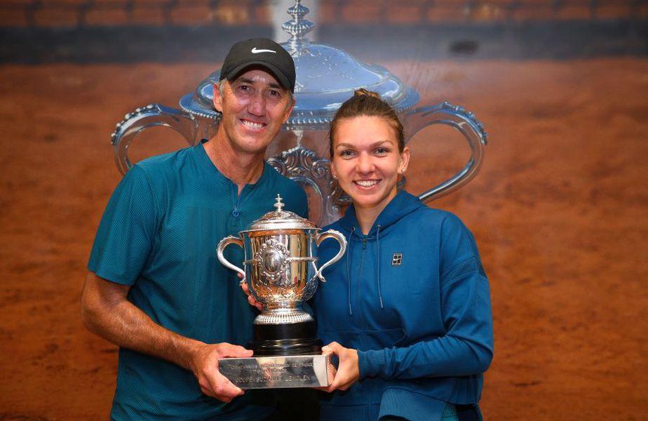 Simona Halep, alături de Darren Cahill după victoria de la Roland Garros  // sursă foto: Guliver/gettyimages