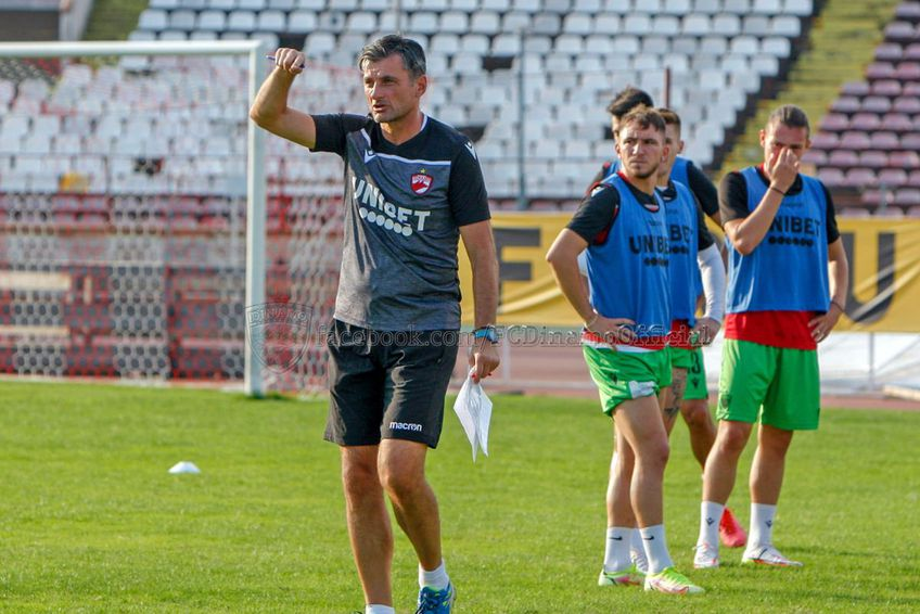 Sorin Colceag conduce în această săptămână antrenamentele lui Dinamo /  Sursă foto: facebook.com/fcdinamoofficial