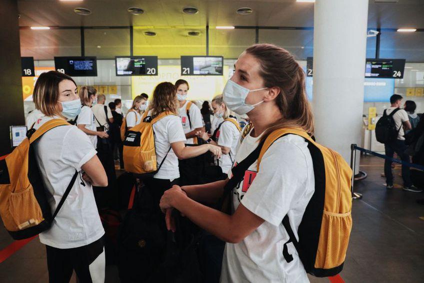 Jucătoarele de la Rostov în aeroport FOTO Rostov Don