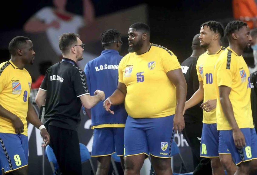 Pivotul echipei naționalei de handbal masculin al RD Congo, Gauthier Mvumbi