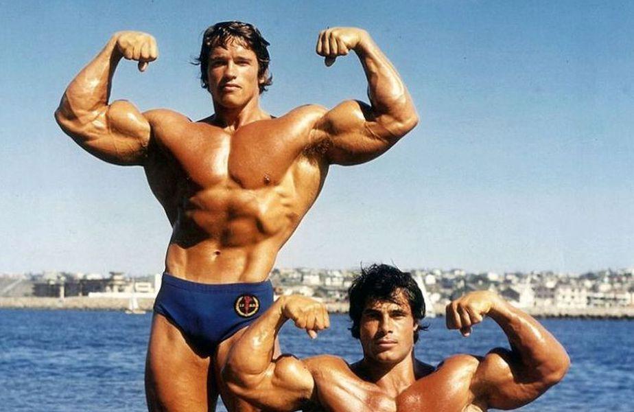 Arnold Schwarzenegger // FOOT: Facebook