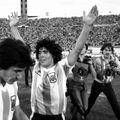 Diego Armando Maradona, Luis Galvan și Leopoldo Luque FOTO Imago