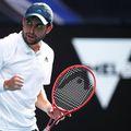 Rusul Aslan Karatsev (27 de ani, 114 ATP) l-a învins pe Grigor Dimitrov (29 de ani, 21 WTA), scor 2-6, 6-4, 6-1, 6-2, și s-a calificat în semifinalele Australian Open.