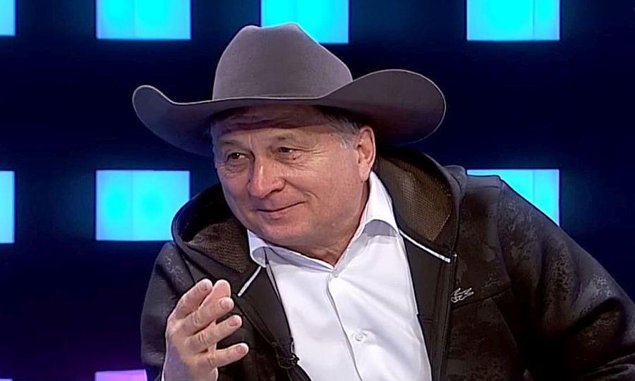 """GALERIE FOTO. Ion Crăciunescu, apariție de senzație la TV: """"Îmi scot pălăria pentru Steaua!"""""""