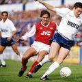 Kenny Sansom (spate, roșu) a evoluat 8 ani pentru Arsenal // sursă foto: Guliver/gettyimages