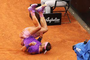 Moment incredibil în finala Djokovic - Nadal: spaniolul s-a rostogolit și a sărit la arbitru