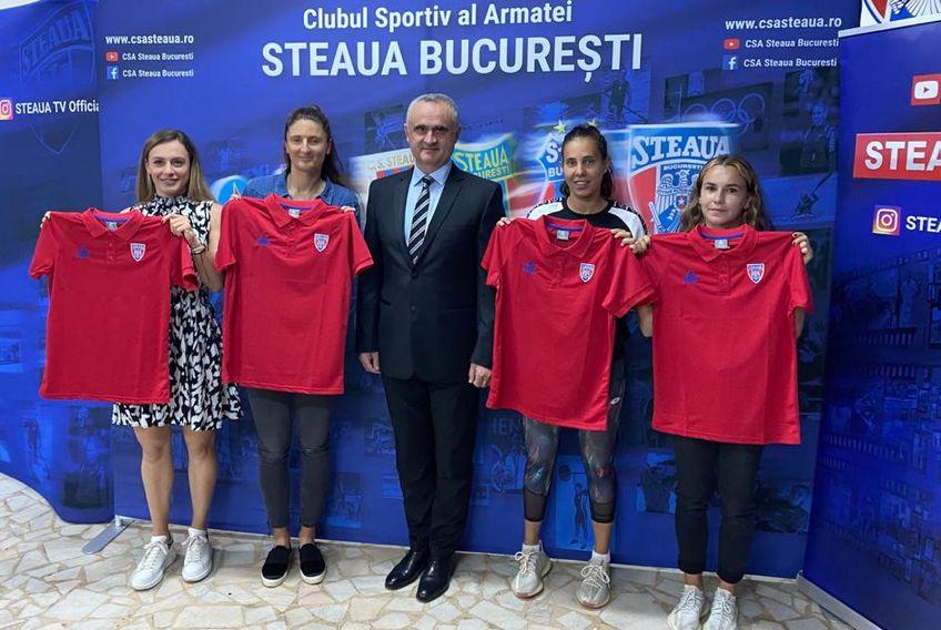 Ana Bogdan, Irina Begu, Mihaela Buzârnescu și Irina Bara cu tricourile roș-albastre FOTO CSA Steaua