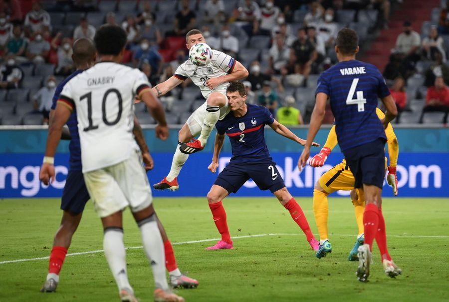 """UEFA cere explicații după Franța - Germania: """"De ce a intrat pe teren?"""""""