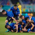 """Italia a învins-o pe Elveția, scor 3-0, mai ales grație """"dublei"""" lui Manuel Locatelli (23 de ani, mijlocaș central), și e prima echipă calificată în """"optimile"""" Euro 2020!"""