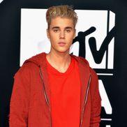 Justin Bieber a petrecut o noapte cu o braziliancă. Fata a făcut publică o imagine cu celebrul cântăreț, care i-a dat o sumă importantă de bani ca să o retragă.