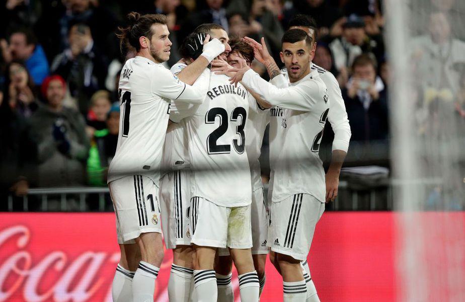 Sergio Reguilon alături de foștii colegi de la Real Madrid