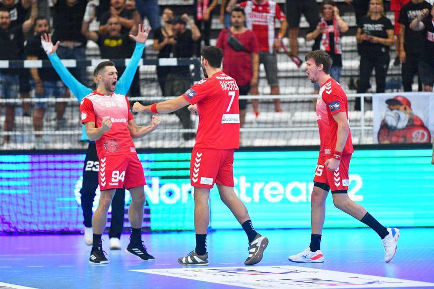 Dinamo joacă astăzi, de la ora 19:45, primul meci din grupa B a Ligii Campionilor la handbal masculin, împotriva polonezilor de la Vive Kielce. Partida este liveTEXT pe GSP.ro și în direct pe Telekom Sport 1, Digi Sport 1 și Look Sport+.