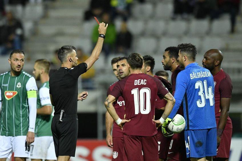 Mario Camora (34 de ani) a fost eliminat în minutul 50 al partidei dintre Jablonec și CFR Cluj, la scorul de 0-0 / FOTO: Captură @Pro X