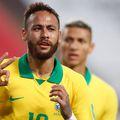 """Neymar e criticat dur după ce a obținut două penaltyuri la 4-2 cu Peru, în preliminariile CM 2022. """"Un mare jucător care vrea să păcălească arbitrii"""", l-a deschis peruanul Zambrano. Foto: Guliver/GettyImages"""