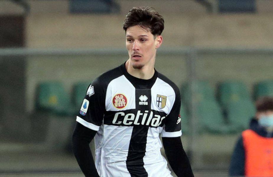 Dennis Man (22 de ani) în tricoul celor de la Parma FOTO Imago