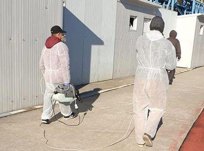 În această dimineață, la baza sportivă a celor de la Voluntari, s-a prezentat o echipă pentru a dezinfecta în întregime toate locurile