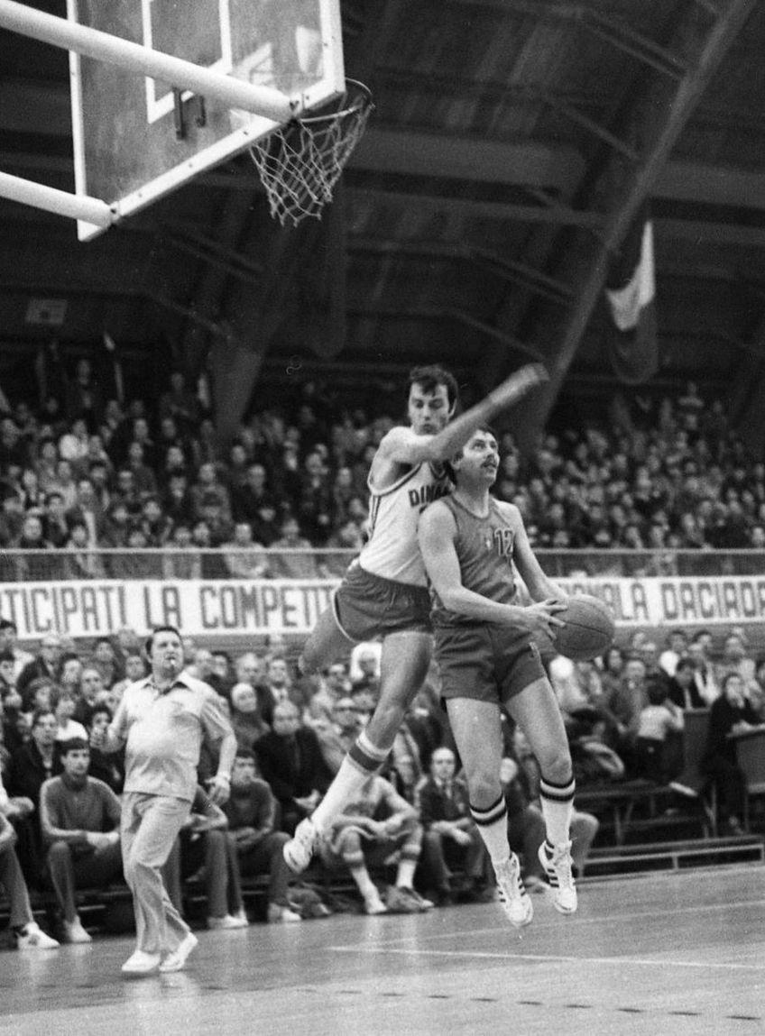 Anton Netolitzchi într-o imagine de arhivă, pe vremea când era jucător, într-o partidă contra rivalilor de la Dinamo