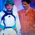 Dan Petrescu îmbrăcat în albinuță la emisiunea lui Dan Negru.