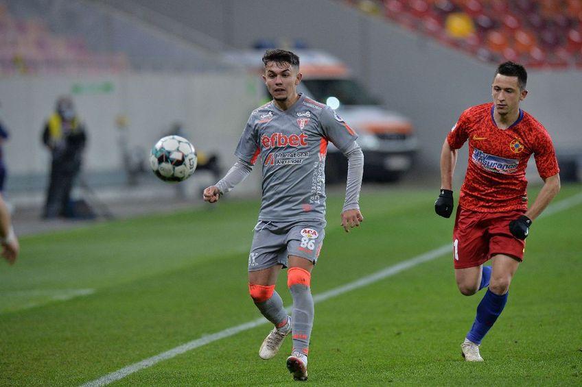 Talentatul Denis Rusu  (UTA) în duel cu Olimpiu Moruțan (FCSB) FOTO Cristi Preda