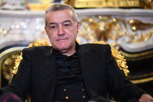"""Becali, donație generoasă în fața palatului: """"Am văzut cu ochii mei cât i-a dat preotului!"""" + """"Are un miliard de euro"""""""
