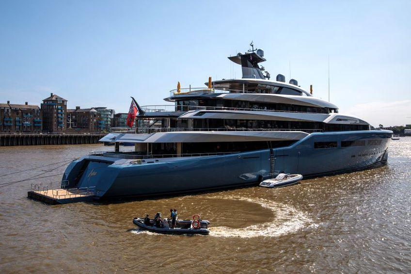 Așa arată iahtul lui Joe Lewis, patronul miliardar al lui Tottenham // sursă foto: Guliver/gettyimages