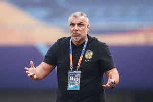"""Olăroiu, victima unei țepe de milioane de euro » FIFA nu poate să intervină: """"Am stat închiși, ne-am plătit și mâncarea"""""""