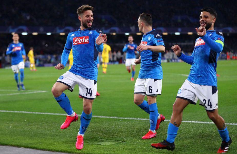Dries Mertens (stânga) i-a adus calificarea lui Napoli în finala Cupei Italiei