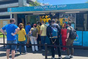 Poftiți la fan shop-ul Euro 2020 de la București! Cât costă o șapcă, un tricou sau un breloc