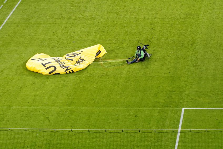 Accident șocant pe Allianz Arena! A aterizat din cer în tribună la partida Franța - Germania FOTO: Alexandra Fechete