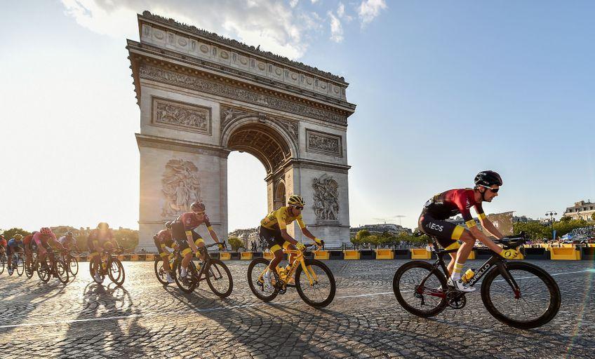 Egan Bernal în tricoul galben anul trecut în ultima etapă a Turului Franței FOTO Hepta