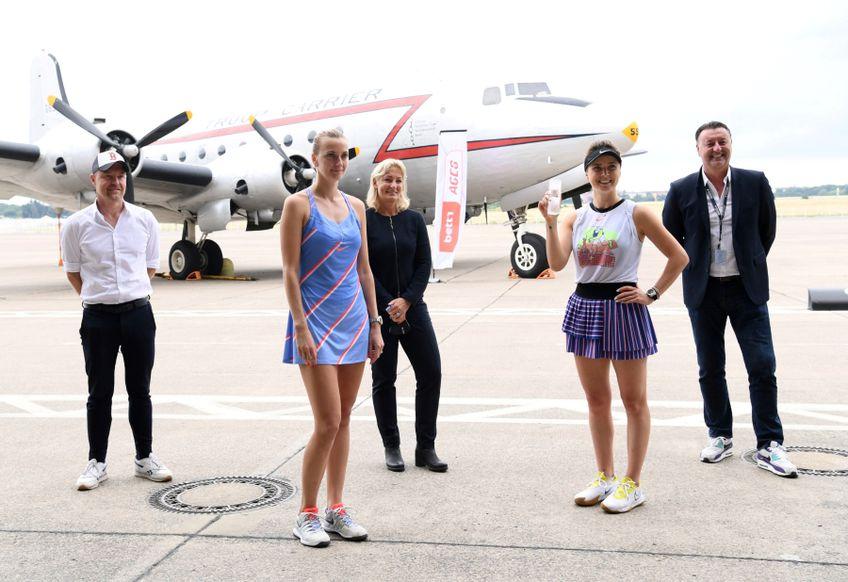 Fotografia de final de la Berlin cu Petra Kvitova și Elina Svitolina în prim-plan FOTO Reuters