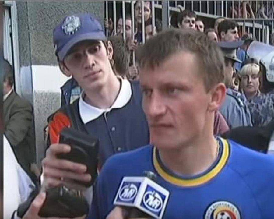 """Imagine rară cu unul dintre comentatorii meciului FCU Craiova - FCSB » """"Eram plin de sânge și nea Mircea a cerut să fiu trecut peste gard!"""""""