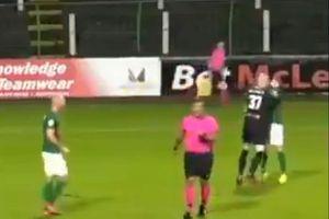 Moment șocant: un portar a fost eliminat după ce și-a atacat coechipierul!