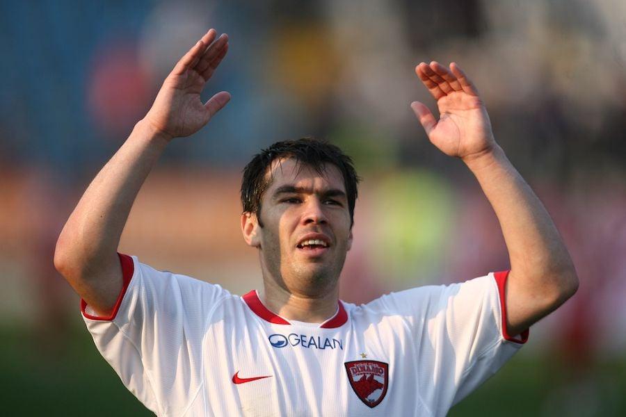 Mărgăritescu salută galeria, în tricoul lui Dinamo