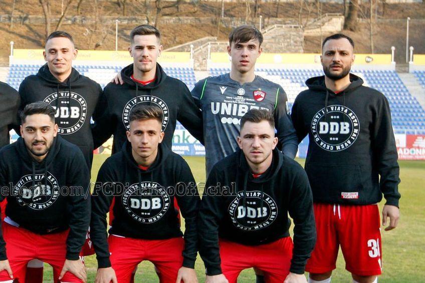 Aleksander Mitrovic (al doilea din dreapta, pe rândul de sus), înainte de meciul cu Dinamo Kiev // foto: Facebook @ FC Dinamo Bucuresti