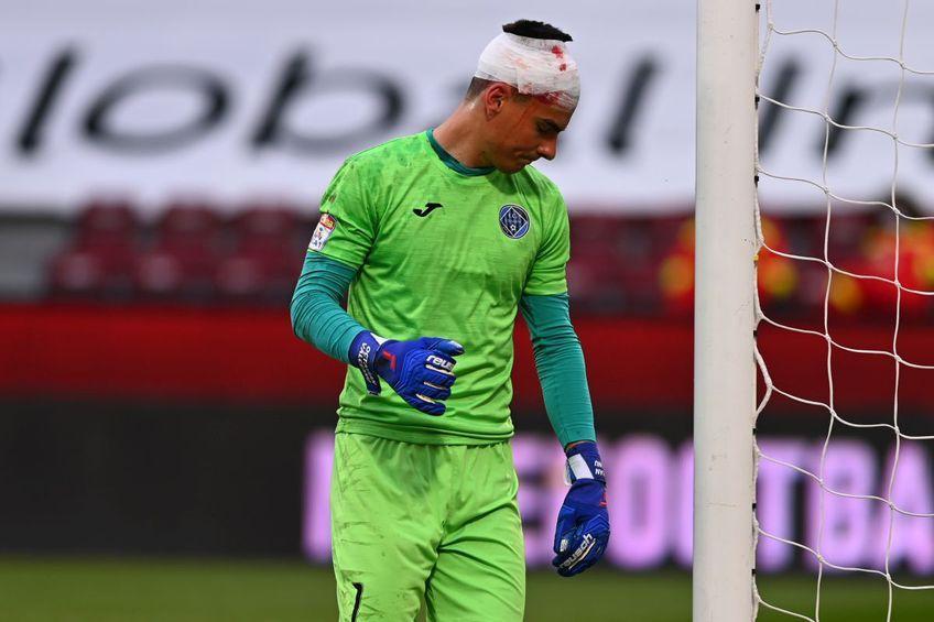 În minutul 23 al meciului CFR Cluj - Academica Clinceni, Mario Rondon, atacantul campioanei, i-a spart arcada lui Octavian Vâlceanu, portarul ilfovenilor.