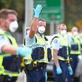 Încălcarea restricțiilor impuse de autorități ar putea aduce amenzi consistente pentru români. foto: Guliver/Getty Images