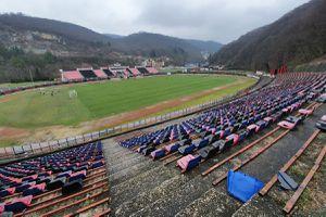 """Plânge Valea Domanului » Stadionul """"Mircea Chivu"""", din Reșița, vechi de aproape un secol, își trăiește în uitare ultimii ani"""