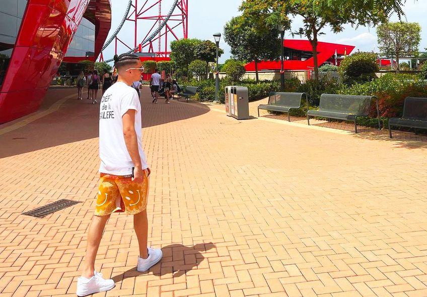 Ianis Hagi (22 de ani) și-a schimbat look-ul, în timpul vacanței din Barcelona.