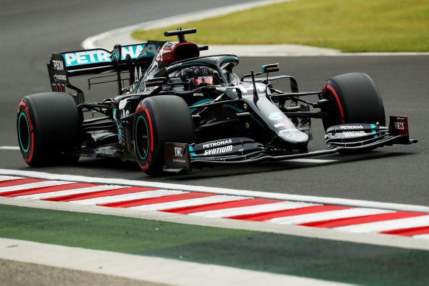 Lewis Hamilton rulând în calificări pe circuitul maghiar Foto Guliver/GettyImages