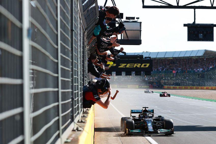 Lewis Hamilton a făcut o cursă perfectă pe teren propriu. În ciuda penalizării de 10 secunde, britanicul a încheiat pe primul loc.
