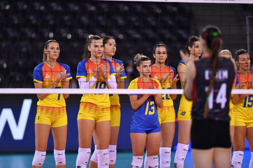 România a dat o bună replică Turciei, în primul meci de la Campionatul European de volei feminin. A câștigat primul set, dar nu a putut mai mult, chiar dacă a avut în spate aproape 3.000 de fani în Sala Polivalentă din Cluj Napoca.