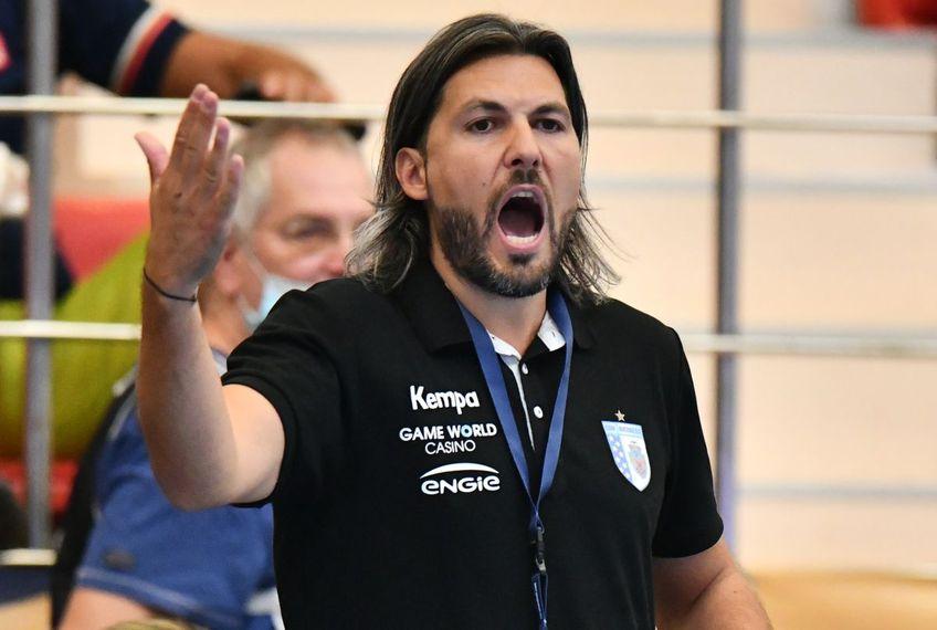 CSM București a fost învinsă categoric de Rostov-Don, scor 27-30, în runda secundă a grupei A din Liga Campionilor la handbal feminin. Antrenorul Adi Vasile (38 de ani) a găsit mai multe explicații pentru jocul șters.