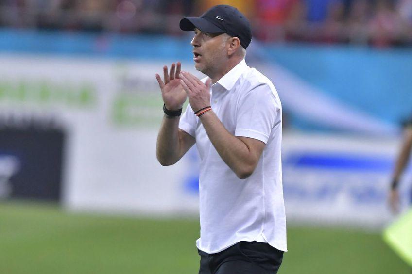 """Edi Iordănescu, antrenorul lui FCSB, s-a plâns de starea gazonului de pe """"Oblemenco"""" înaintea partidei cu FCU Craiova."""